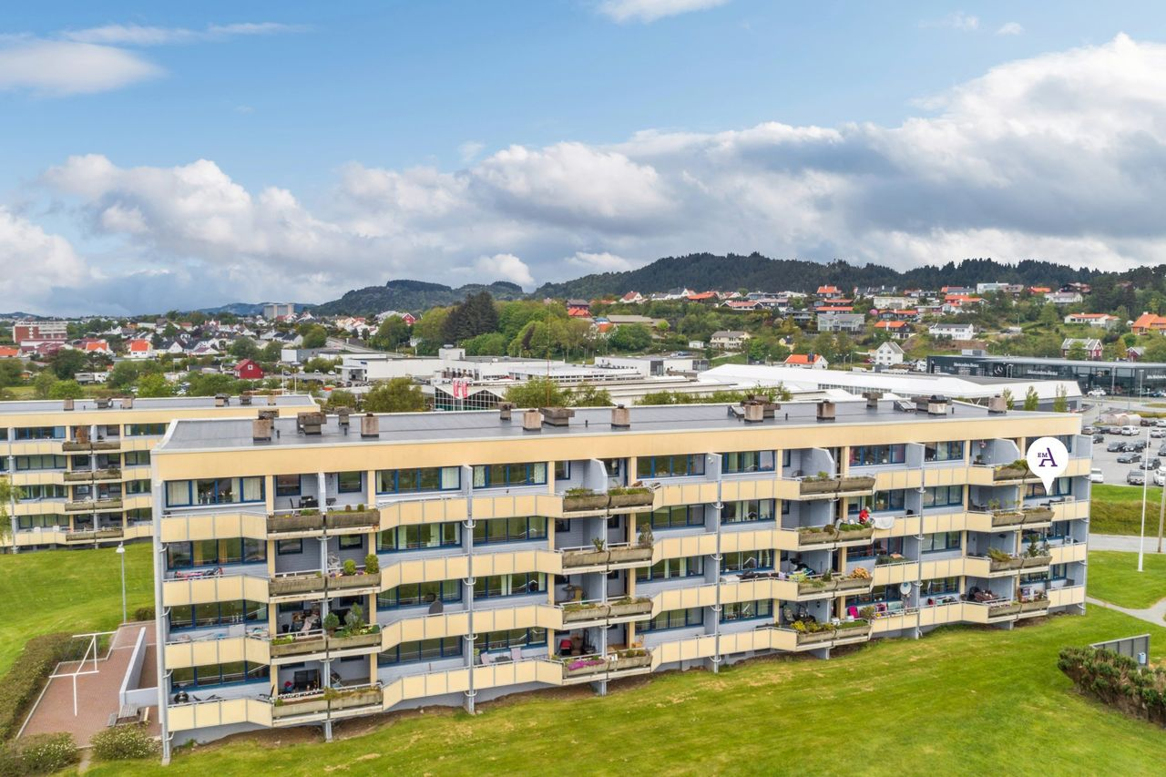 Søre bydel - Praktisk 4-roms leilighet i usjenert 3. etasje - Endeleilighet!