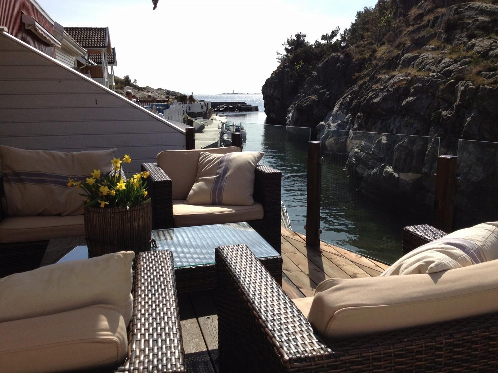 Utsikt fra terrasse mot oksøy fyr
