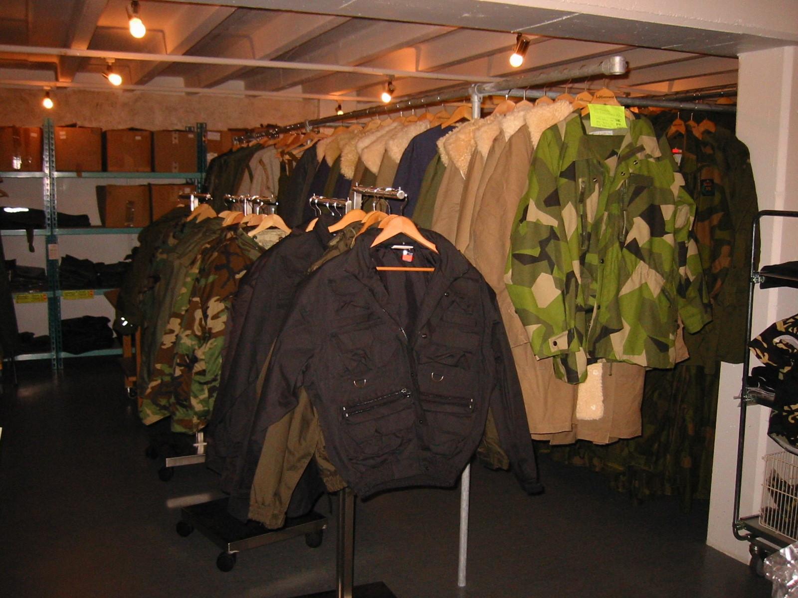 4fad04a8 Stort salgsutvalg av militært materiell og utstyr fra Depotsjefen ...