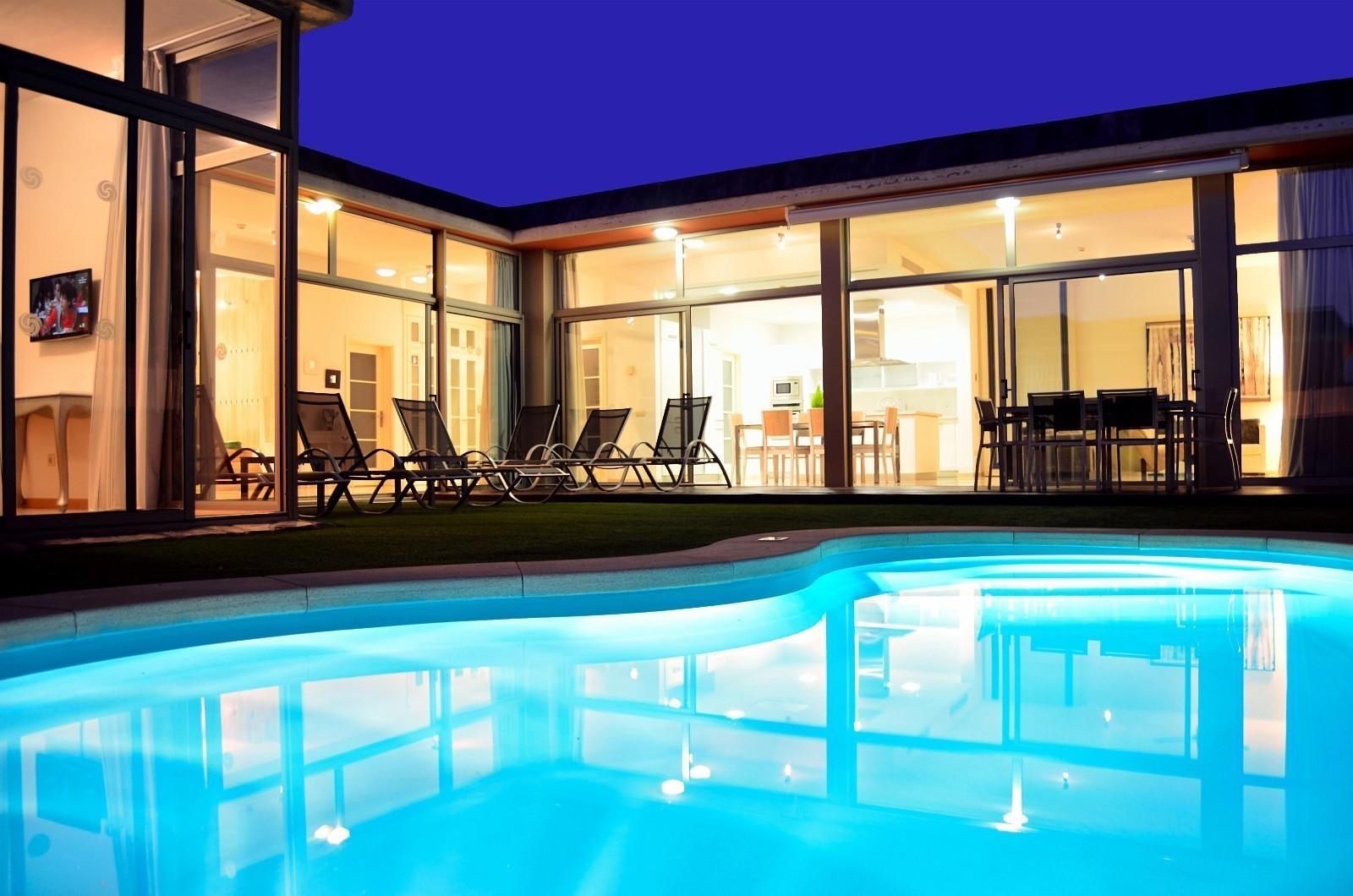 Innbydende og lys romantisk kveldsvilla
