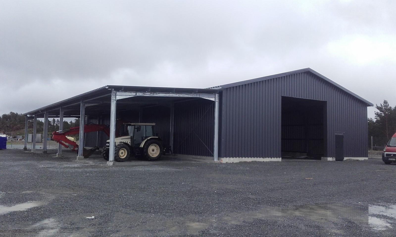 Steel hall 15x30x4,5 +7x30 - Oslo  - Beskrivelse Vi vil gjerne tilby dere utførelsen av stålbygg i ulike størrelser som kan brukes til garasje,lager, og diverse gårdsbygninger.  Siden 2006 har vi bygget mer enn 300 prosjekter i Polen, Tyskland, Belgia, Frankrike, Englan - Oslo