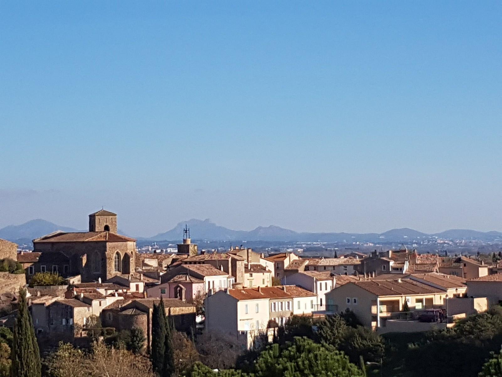 Landsbyen sett fra terrassen, 36 m2 og sørvendt  - Fréjus / St. Raphaël i bakgrunnen