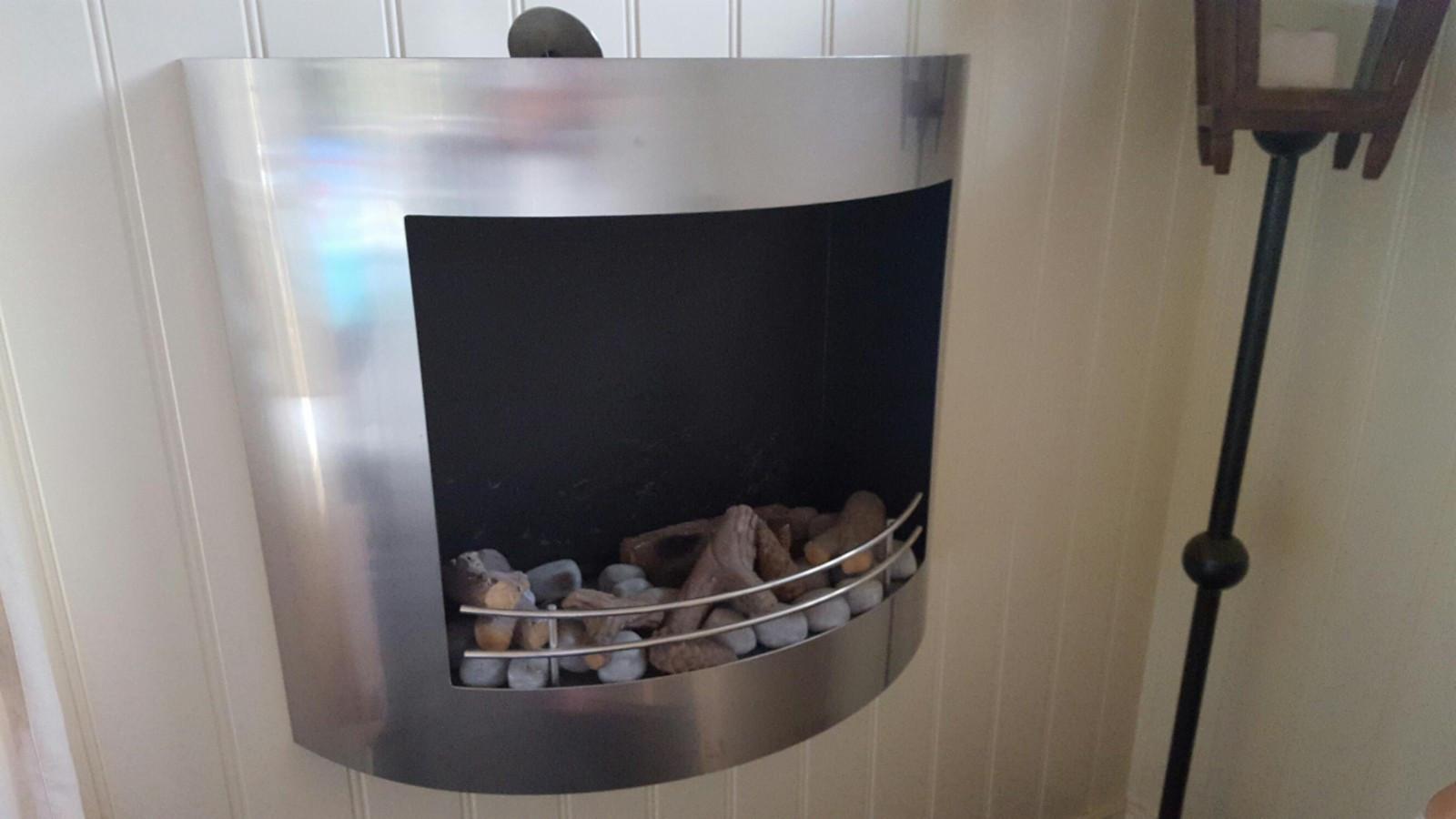 Bio/olje Peis - Stavern  - Selger fin og koselig bio Peis. Det er 3 stk kammer som fylles med Biogel. Det går ca 0.4 liter i hvert kammer og brenner i ca 1 time. Den gir også veldig god varme så det lønner ikke fylle dem fulle for det blir varmt, flamme kan slukkes m - Stavern