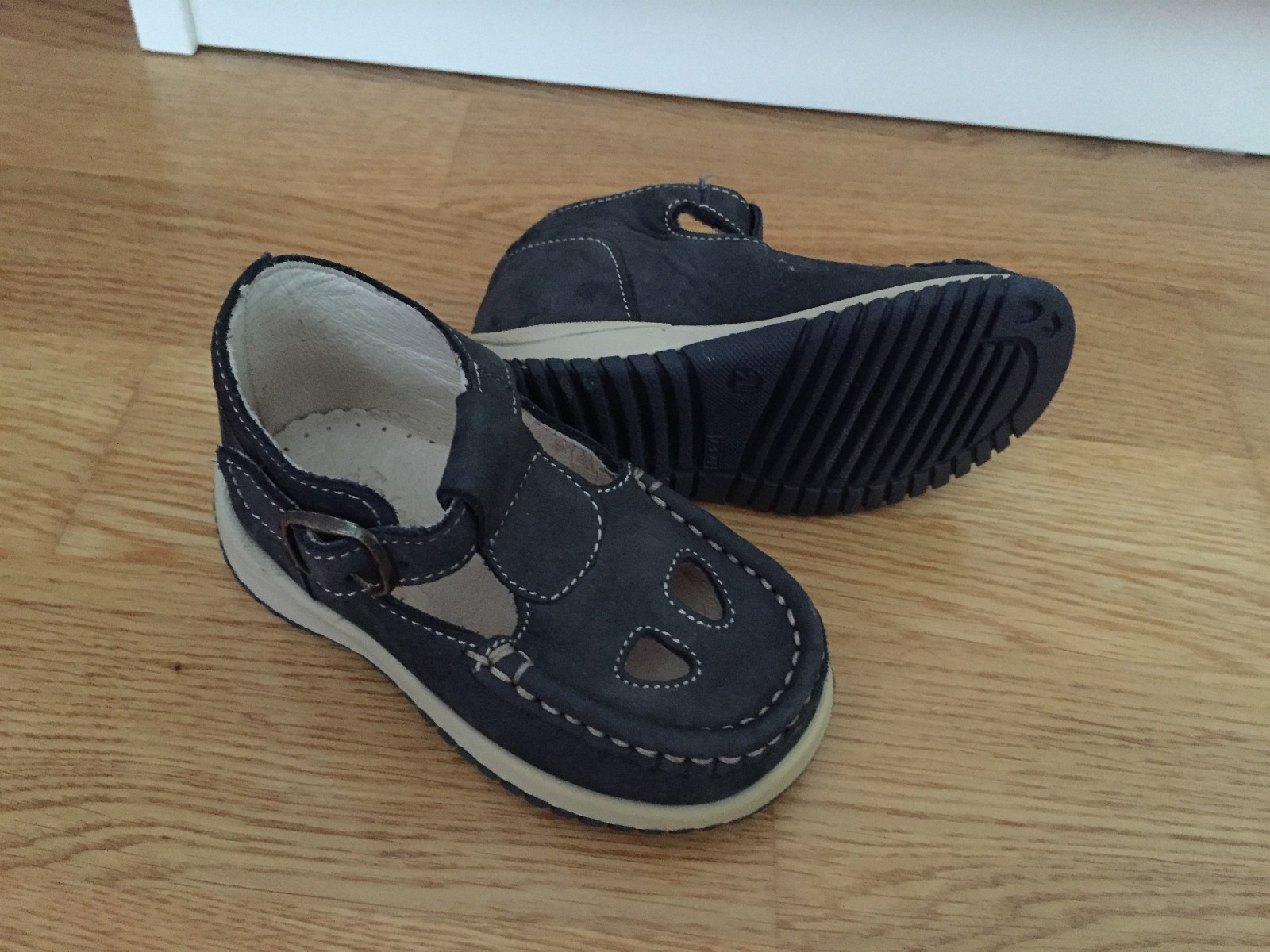 Sandal str. 20 (Ubrukt!) - Varhaug  - Sandal til salgs! Str. 20 (13,5cm) Skinn Ubrukt, bare prøvd! - Varhaug