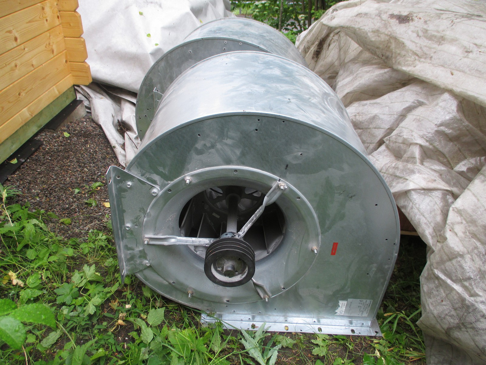Vifte Ventilasjons-vifte Ventilasjons-vifter - Oslo  - Selger 2 stk ventilasjonsvifter enkeltvis eller samlet. Kan leveres sammen med pent brukte ASEA Industrimotorer. Anbefalt effekt : 1 eller 2 hastighetsmotorer. Fra 4KW til 15 KW (6P, 4P eller 2P). Elektronisk hastighetsregulator kan leveres med mo - Oslo