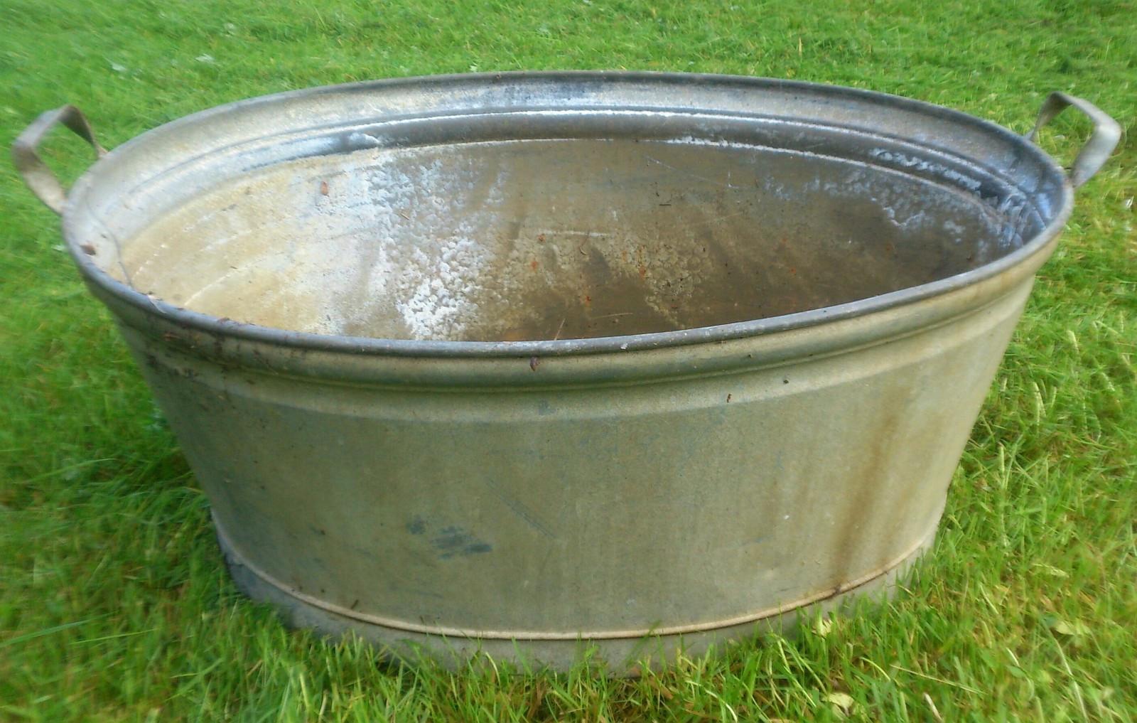 BALJE  zink - Harstad  - Balje i zink. Ingen bulker. men litt overflaterust i bunn. lengde: ca.60 cm bredde ca: 47 cm - Harstad