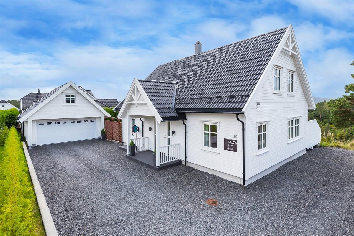 Meglerhuset & Partners Arendal - Enebolig - 3 200 000,-