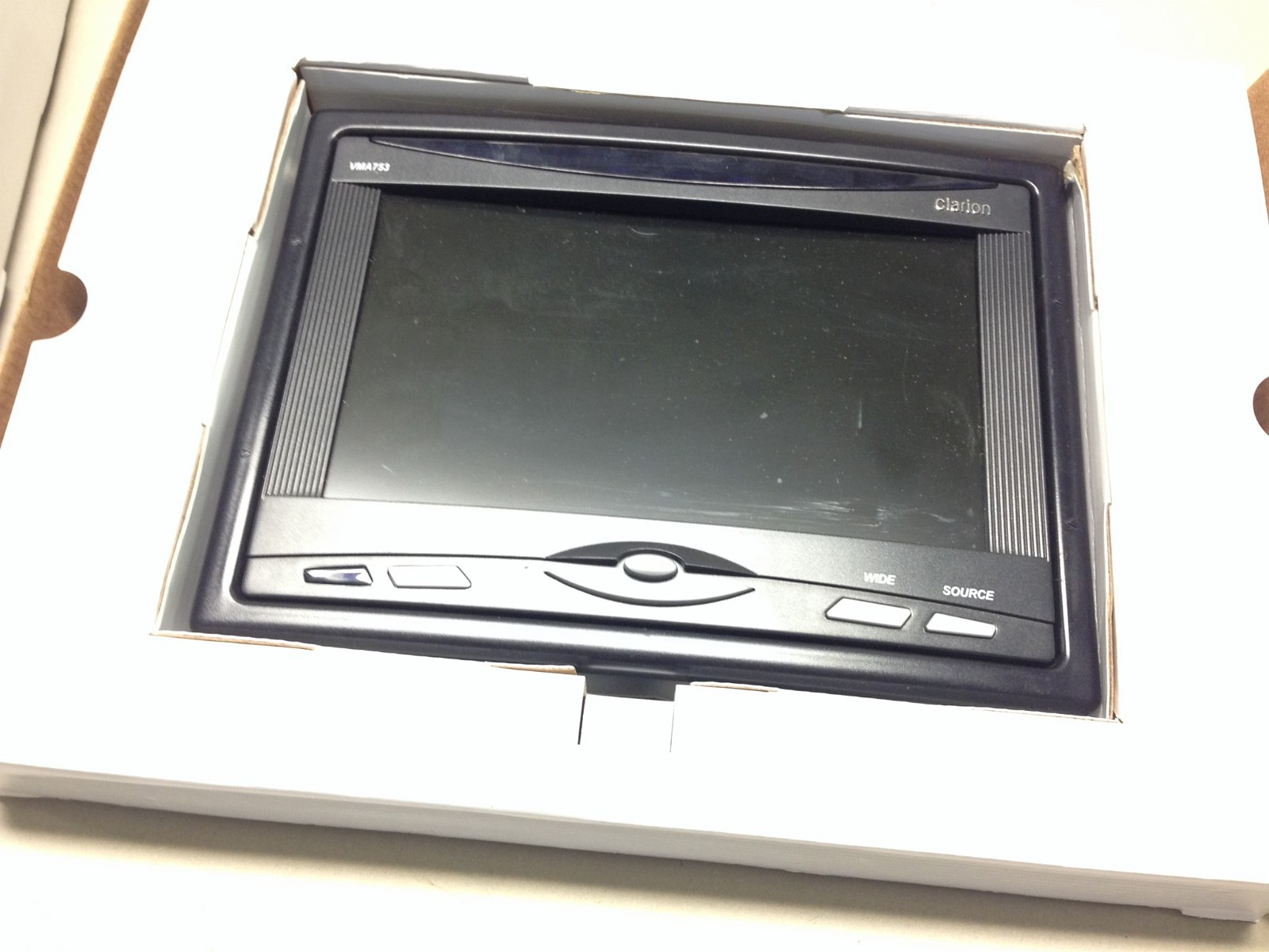 """Clarion 7"""" skjerm VMA753 - Tynset  - Clarion 7"""" skjerm VMA753 Komplett med kabler og innfellingsramme. Kun vært brukt for demo.  Kan brukes til f.eks nakkestøtter. Veil kr. 3499,- - Tynset"""