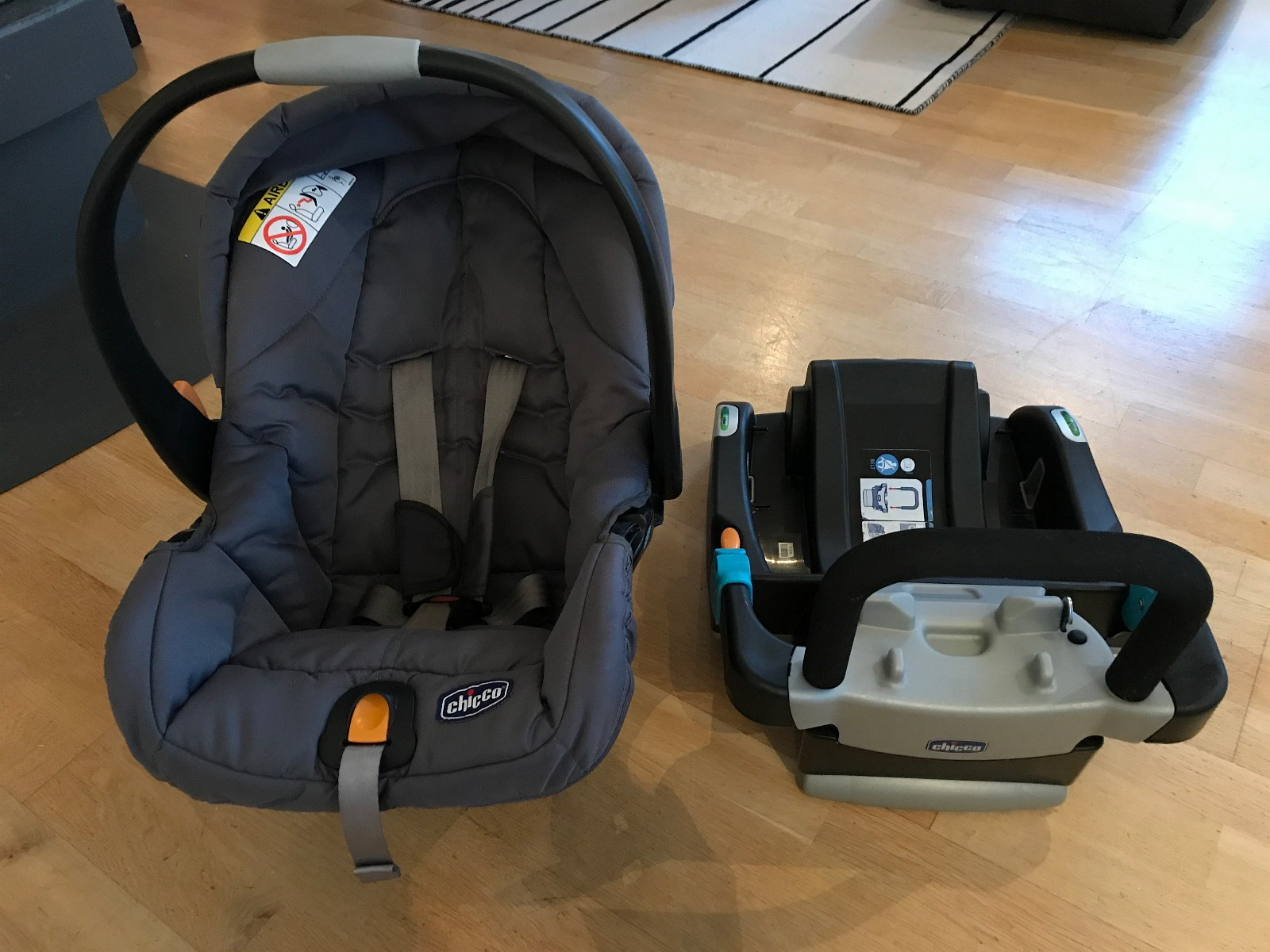 Car Seat CHICCO + Isofix + Stokke Stroller adapter - Oslo  - Car seat Chicco with Isofix and adaptor for stoke stroller!