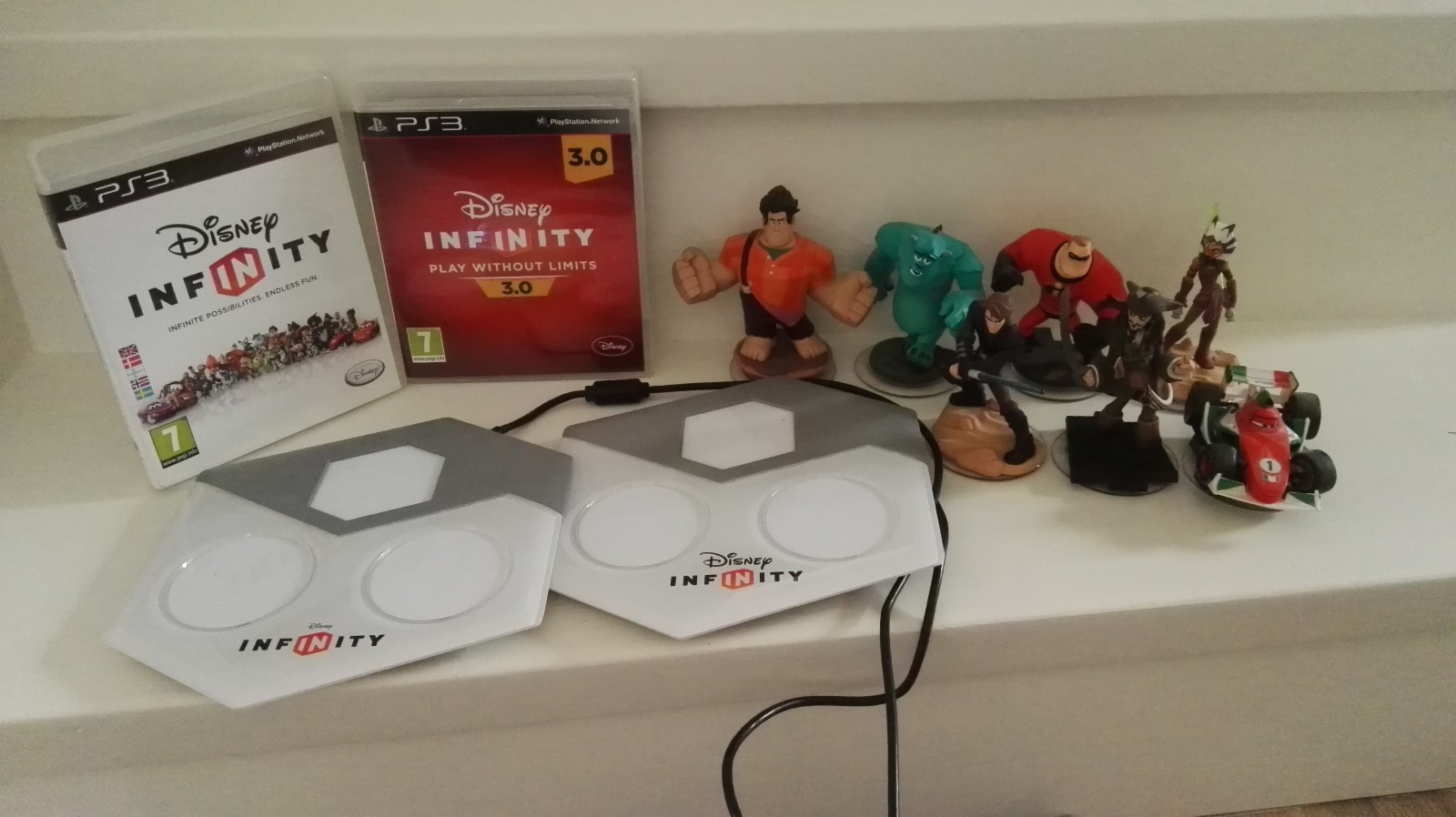 Disney Infinity Pakke - Kråkerøy  - Disney Infinity til PS3 selges. 2 stk spill: Disney Infinity og Disney Infinity 3.0 2 stk portaler 8 stk figurer - Kråkerøy