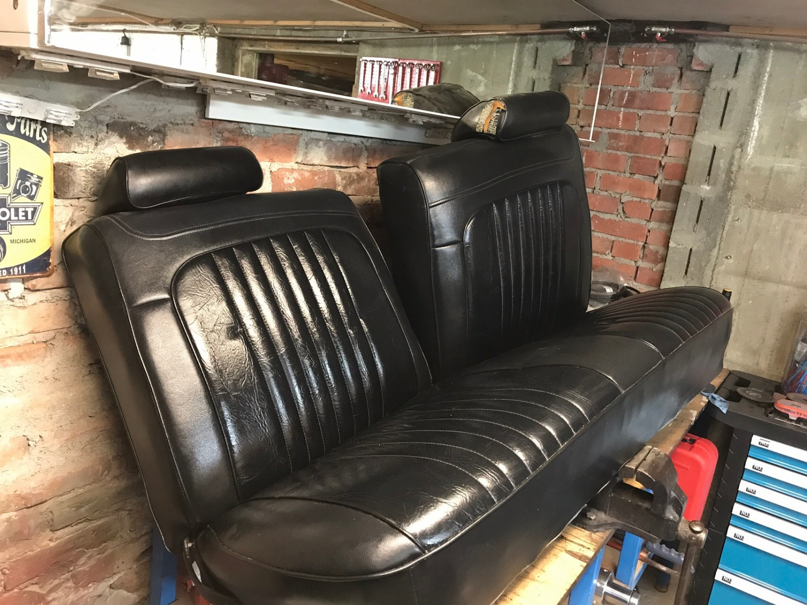 1972 chevelle sofabenk foran - Halden  - Flott og hel sofabenk til 72 chevelle selges. Passer vel alle mid size biler. 140 cm bred - Halden