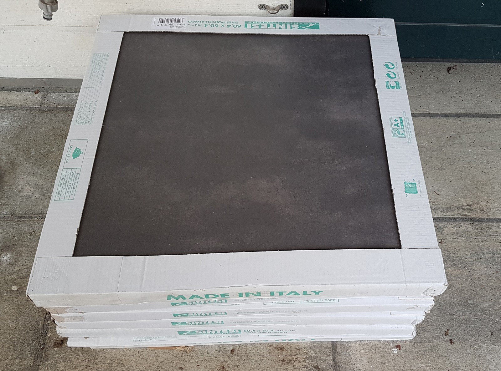 Fliser 60x60 Sintesi Tribeca Nero, koksgrå - Slependen  - Gulvfliser 60cm x 60cm Sintesi Tribeca Nero, koksgrå selges.  7 uåpnede pakker á 4 fliser, til sammen ca 10 kvadratmeter. Kjøpt august 2017 hos  Flisekompaniet. Nypris kr 399 per kvm. - Slependen