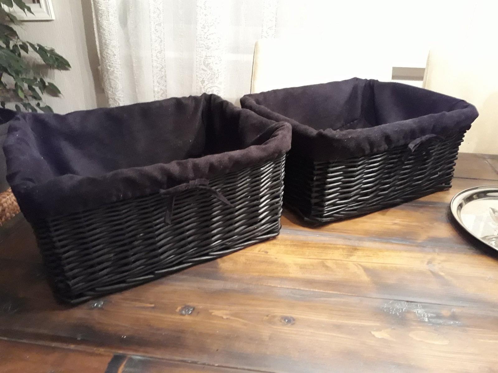 To kurver selges - Eidsvoll  - Två svarta korgar säljs tillsammans för 100'-  Lite, och pent använda.   Skicka mail eller melding vid interesse: ) - Eidsvoll