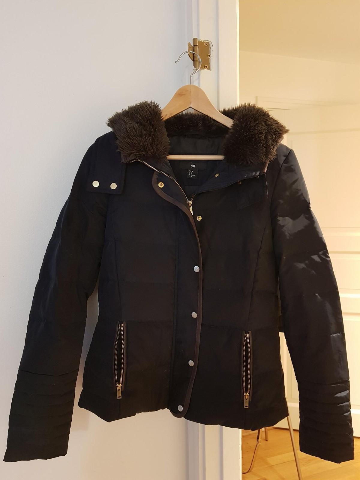 Damejakke selges - Oslo  - Fin jakke selges pga feil størrelse. Perfekt stand og ingen flekker eller slitasje.  Ny renset. - Oslo