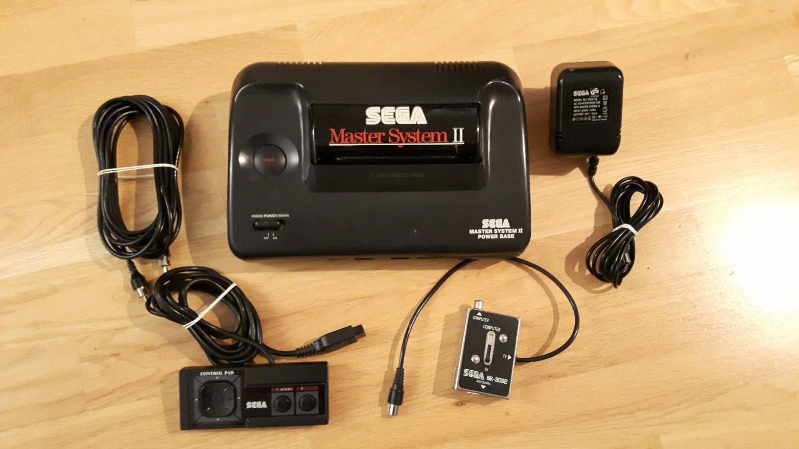 Komplett Sega Master system 2 med 3 spill - Grimstad  - Komplett Sega Master System 2 med 3 spill. Selges høystbydende over kr 1000,- innen søndag 19.11.17.  Spill som følger med: Sonic Sonic 2 Global Gladiators - Grimstad