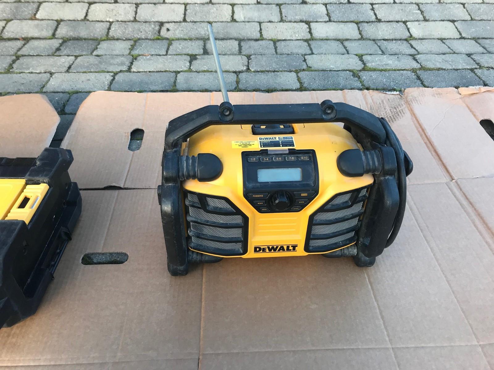DeWALT DAB+ radio - Grimstad  - DeWALT XR dab+ radio. Har også aux inngang og USB kontakt. I god stand. Det følger med et stk 18v 1,5ah batteri. Den har innebygget lader for DeWALT xr batterier (10,8/14,4/18v) Kan sendes! - Grimstad