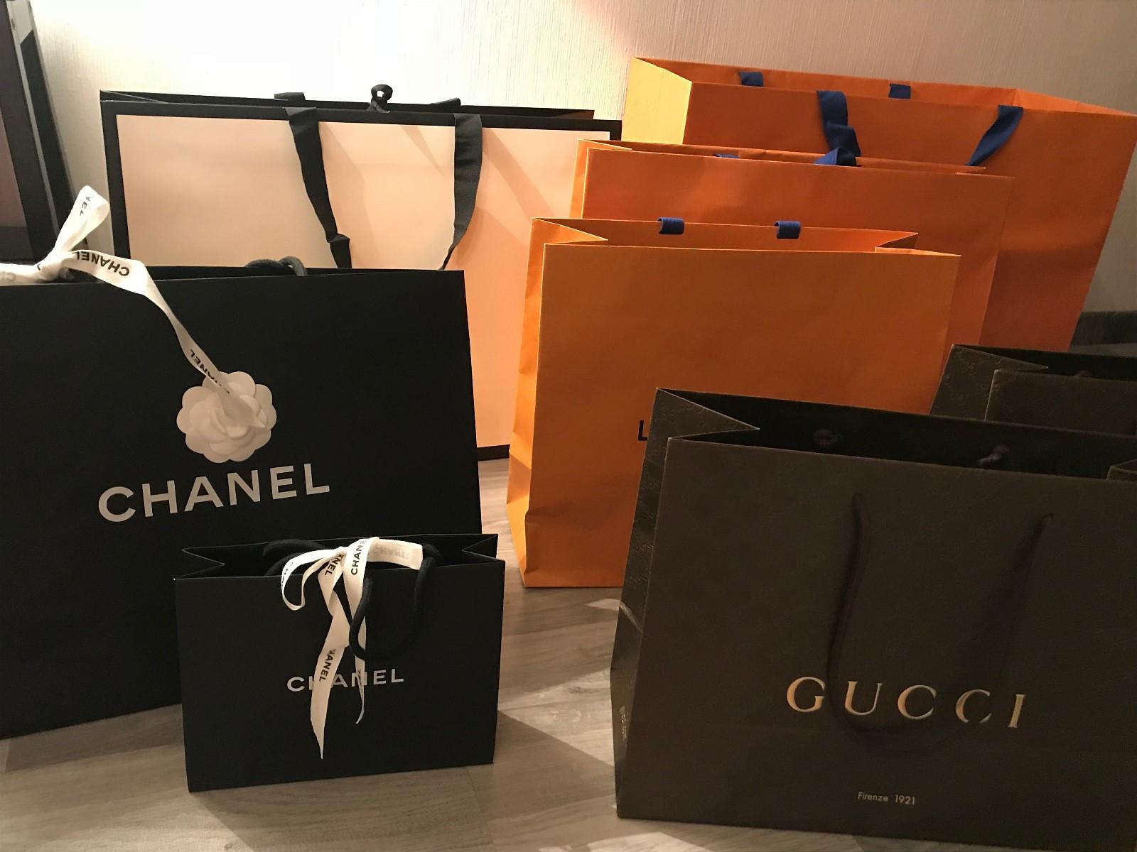Designer bærepose, Chanel, Gucci, Louis Vuitton - Oslo  - Designer poser til salgs!   Chanel stor 300kr og liten 200kr Louis Vuitton stor 300, medium 200kr og liten 100kr Gucci (brun) medium 200kr  Gucci (sort-hvit) stor 300kr   Kjøper du fler blir  - Oslo