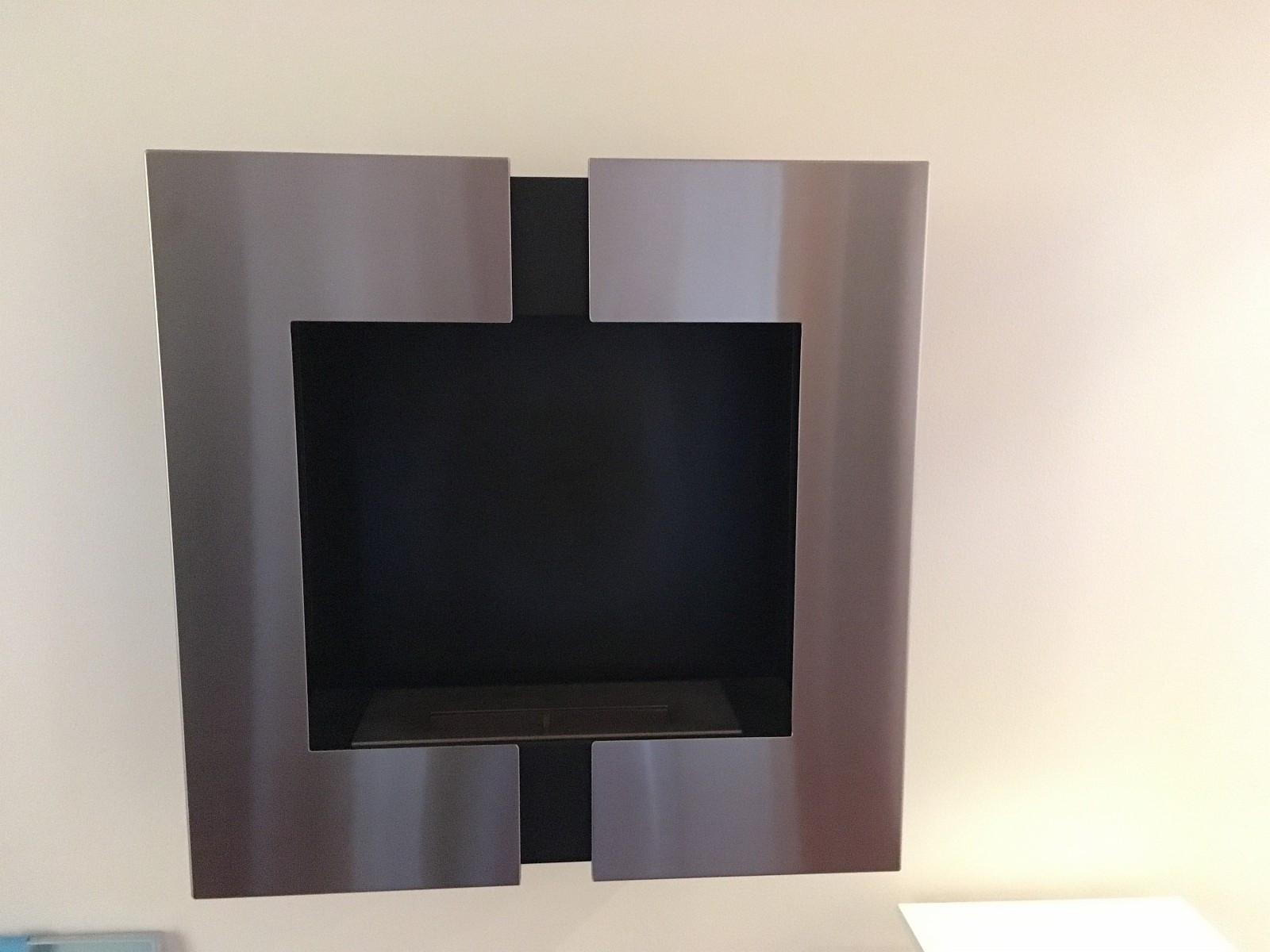 Bio peis ovn (bioetanol) - Rådal  - Vegghengt biopeis  Mål 60cmx60 og 22cm dyp  varmer 1800 Watt   Produkt Beskrivelse: Vil du ha en biopeis som vil være et blikkfang i rommet med dens åpne flamme og elegante design, - Rådal
