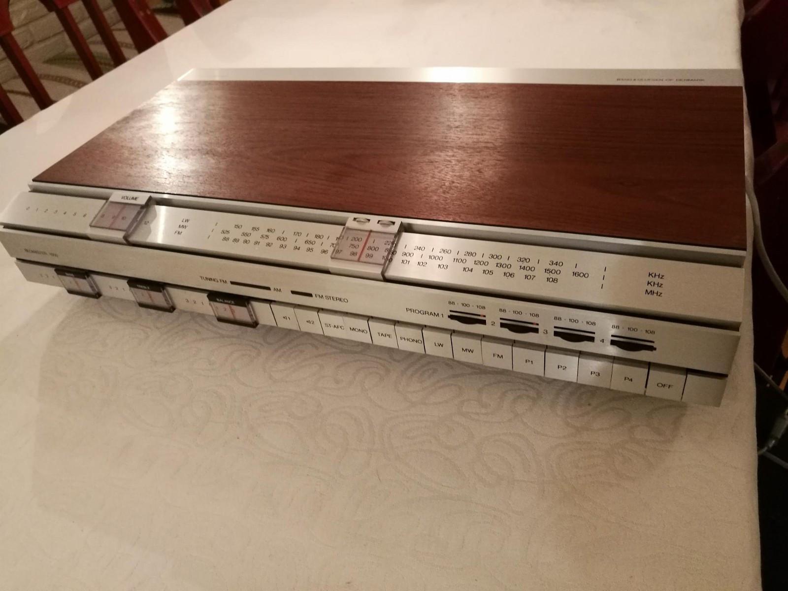 Bang & Olufsen forsterker - Hagan  - Fantastisk flott B&O forsterker selges. Beomaster 1500, designet av Jacob Jensen. Følger med overgang slik at du kan koble på chromecast audio, platespiller eller cd spiller. Strøken. - Hagan