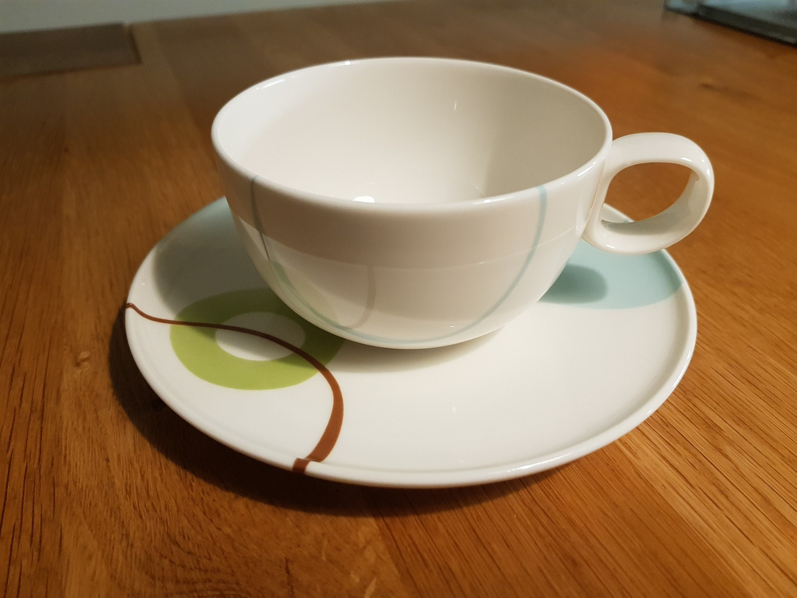 Disk blue servise: kopp, skål og melkemugge - Oslo  - 3 kopper og 4 skåler og melkemugge i serviset Disk Blue selges.  Lokk til sukkerskål gis bort gratis.  1 kopp + skål: 50 kroner  3 kopper + 4 skåler: 100 kroner Melkemugge: 100 kroner  Ser - Oslo