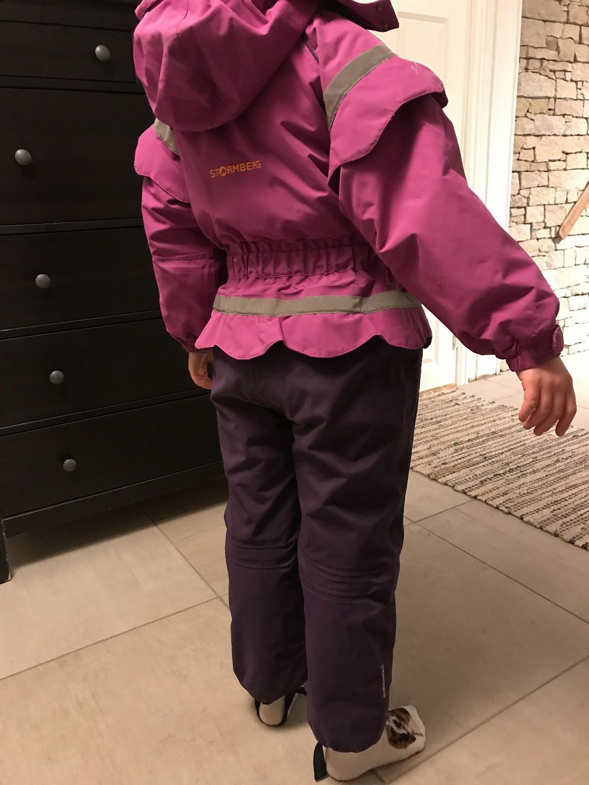 Stormberg vinterdress - årnes  - Stilig dress som ser ut dom bukse og jakke. Litt slitt, men fult brukbar - årnes