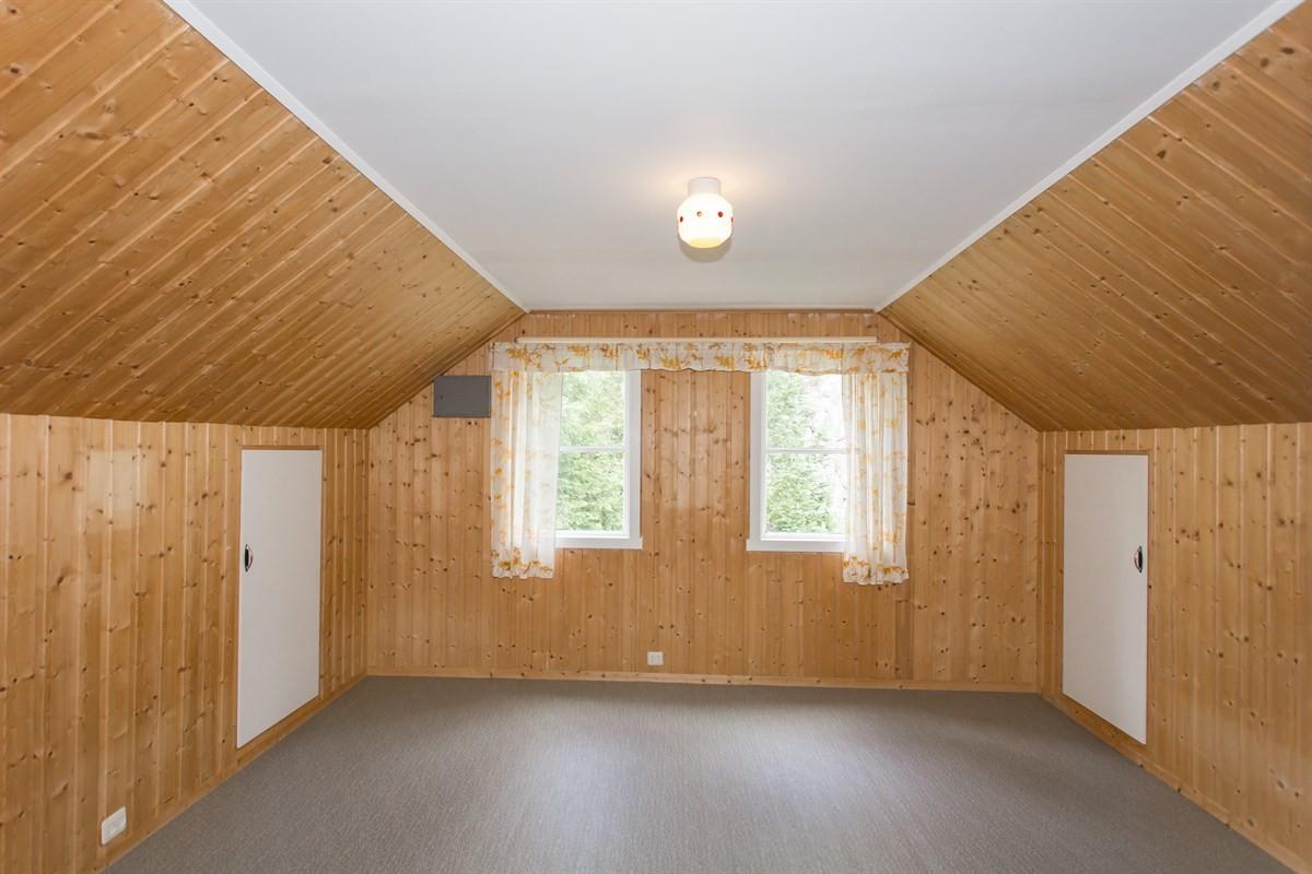 1-av-2-soverom-pa-loftet