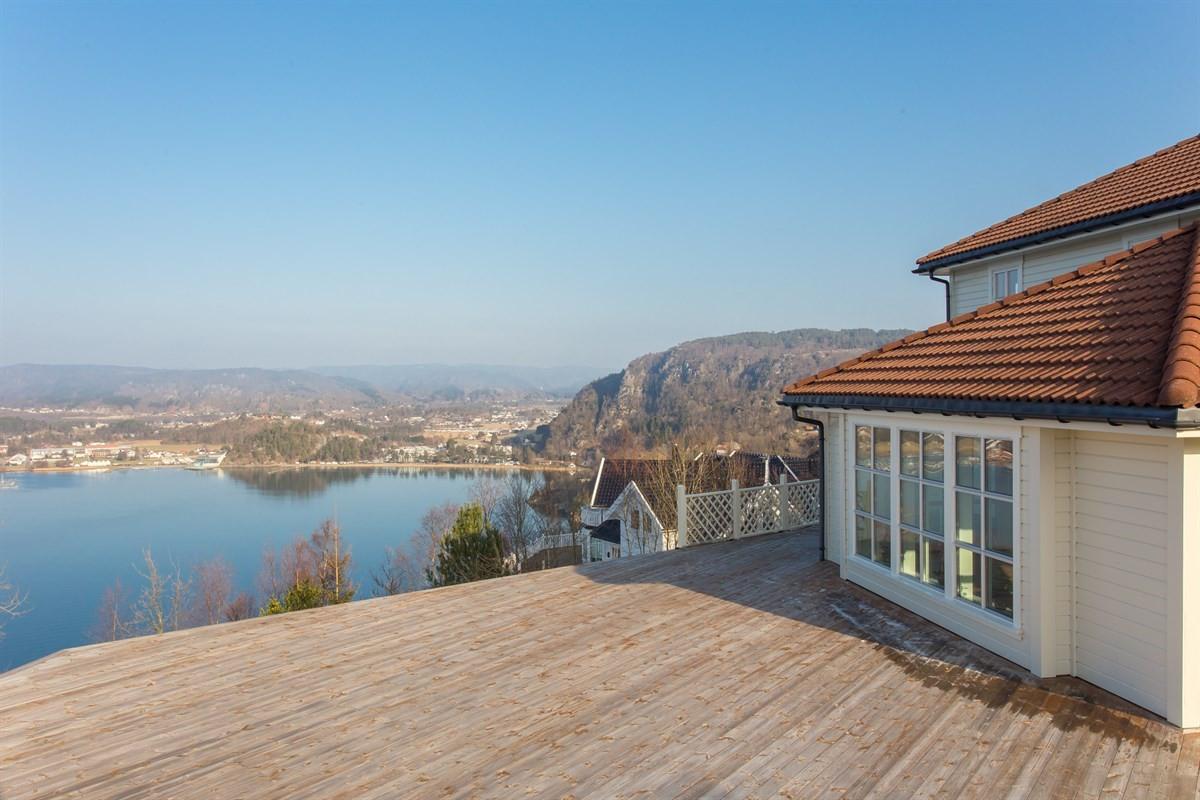 utsikt-fra-boligen-og-terrassen