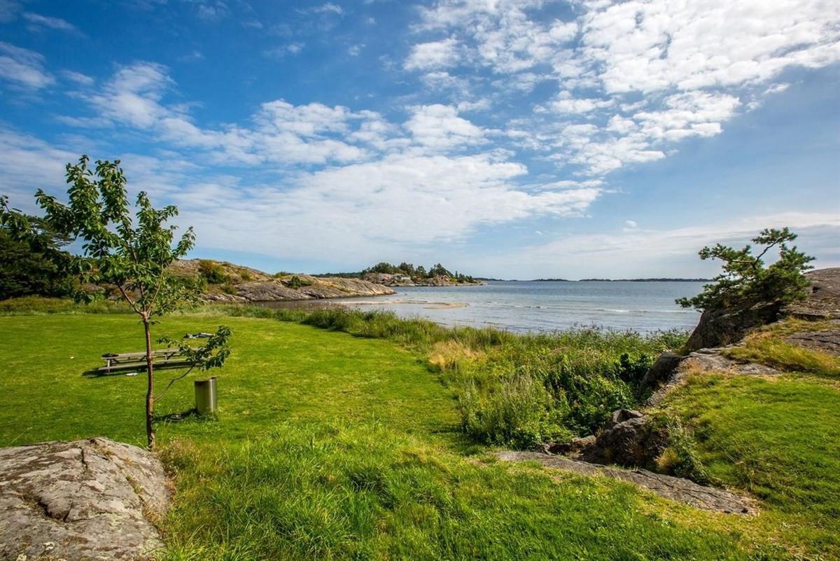groos-er-et-meget-populaert-sted-med-flotte-badestrender-og-svaberg