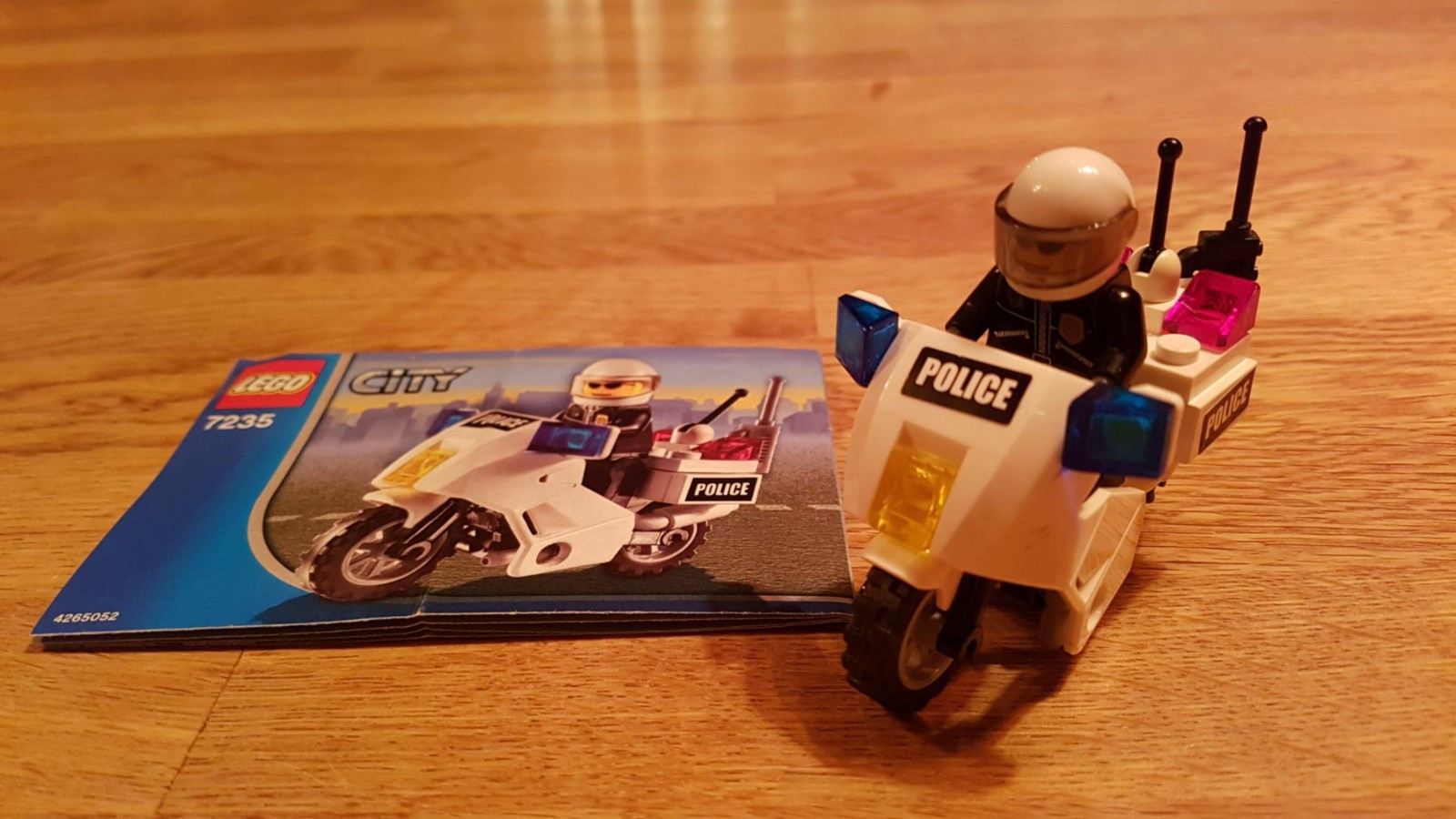 Lego 7235 - Lego City politi motorsykkel - Hommelvik  - Lego 7235 - Lego City politi motorsykkel, helt komplett med byggeinstruksjoner. - Hommelvik