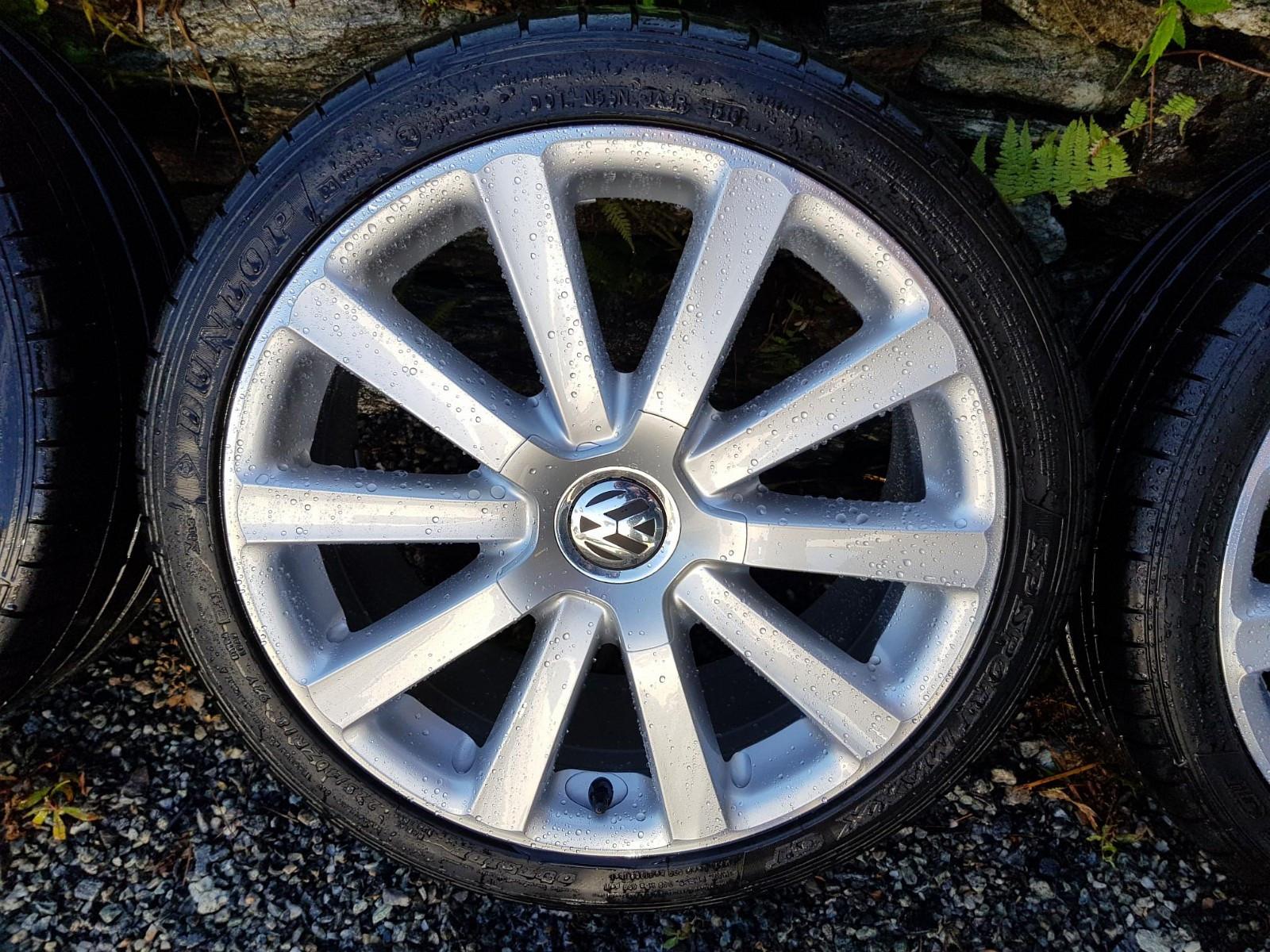 """18"""" Omanyt VW sommerhjul - Hordvik  - 18"""" Volkswagen Omanyt Originale felger. Så godt helt strøkne uten noe skader/merker. Dekk er gamle, må skiftes  225 40 18 Et51 Passer på flere VW. Golf, Caddy, Touran etc  Kr 7000,- Fast pris Må hentes - Hordvik"""