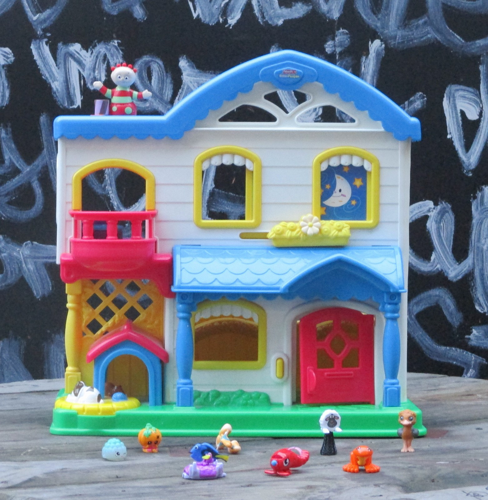 52d67ef3 Pedagogisk Fisher Price Little People Busy Day Doll House made in 2006 -  Dukkehus collectors item (1/10)