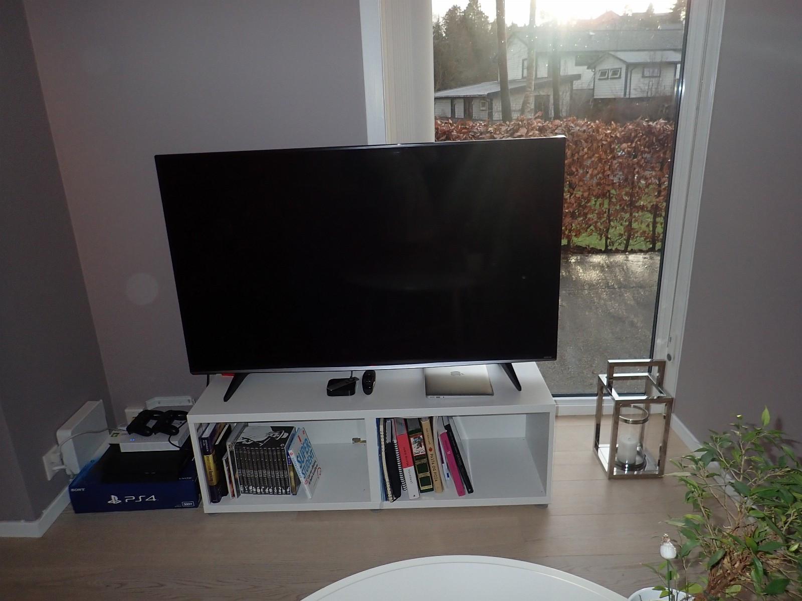 """LG 58"""" UHD 4K TV - Søreidgrend  - LG 58UF830VAEN kjøpt romjulen 2015  UHD 4k oppløsning, 58"""" skjerm Les mer her:  http://www.lg.com/uk/tvs/lg-58UF830V  Helt ordinært brukt siden januar 2016, fungerer helt utmerket uten - Søreidgrend"""