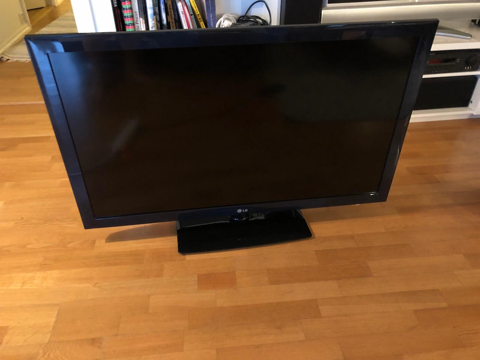"""LG 47"""" TV (47LD450) - Stavanger  - LG 47"""" TV (47LD450) selges grunnet flytting.    Mer info om TV: - https://www.whathifi.com/lg/47ld450/specs - https://www.amazon.co.uk/LG-47LD450-47-inch-Widescreen-Freeview/dp/B003H9N64S - Stavanger"""