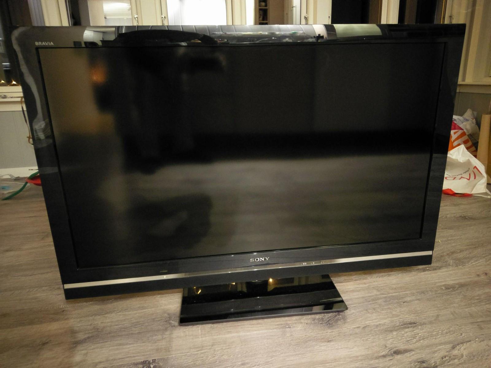 """Sony Bravia KDL 46V5500 46"""" - Porsgrunn  - Sony 46"""" bra tv selges høyst byende. Et døgn etter første bud.  Full HD, 4 HDMI, LAN, USB. Innebygd dekoder. - Porsgrunn"""