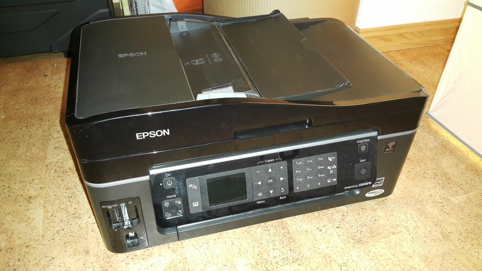 Multifunksjonell skriver Epson SX600FW - WiFi - Hosle  - Blekk skriver, skanner, kopimaskin. Å skrive/kopiere det trenges å rengjøre skrivehodene. Ellers virker fint - Hosle
