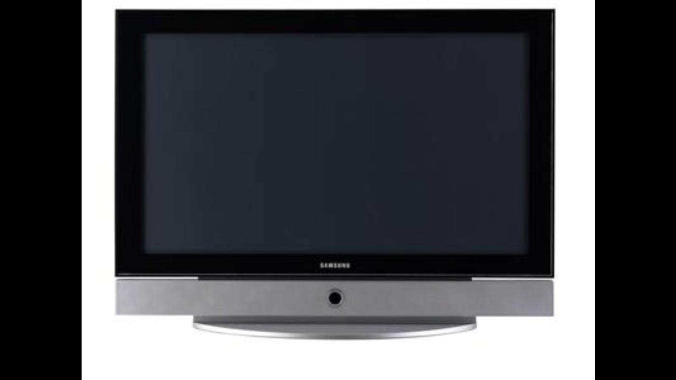 TV med veggbrakett gis bort - Jar  - TV leveres uten bordststiv men med veggbrakett. Kjøpt i 2010.. Gis bort mot henting. - Jar