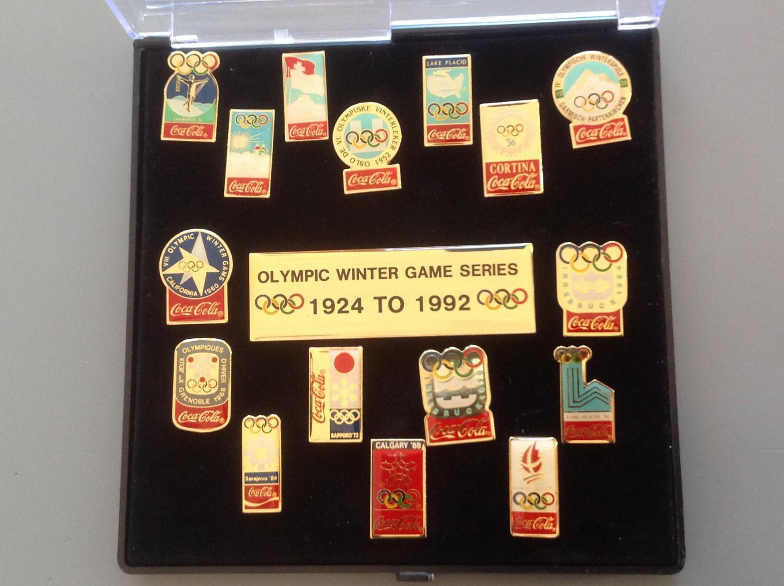 Coca cola pins - Olympic winter game series 1924-1992 selges - Porsgrunn  - Coca Cola pins: Olympic winter game series 1924-1992, i originalt etui selges til høystbydende. - Porsgrunn