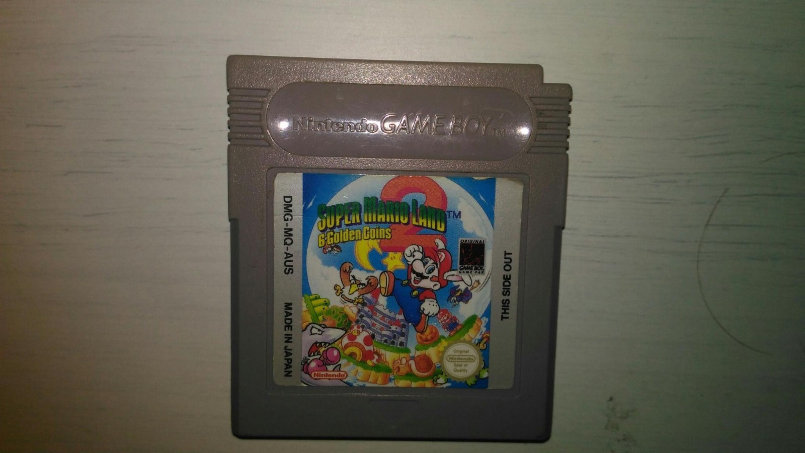 GB Spill - Super Mario Land 2: 6 Golden Coins (Game Boy) - Sandnes  - GB Spill - Super Mario Land 2: 6 Golden Coins (Game Boy) Video: https://www.youtube.com/watch?v=4Ky0CElN4YU Info: https://en.wikipedia.org/wiki/Super_Mario_Land_2:_6_Golden_Coins Se gjennom mine andre annonser for mer Game Boy spill. Sender ikk - Sandnes