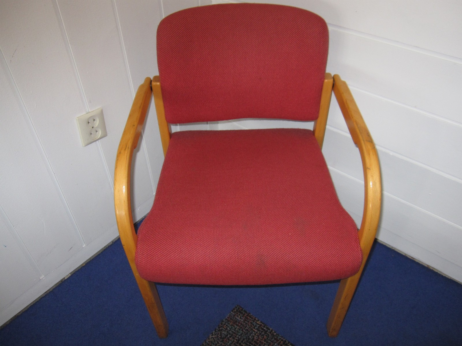 37 Stoler - Jondal  - 37 stoler, brukt, henter fra Jondal, pris per stk. - Jondal
