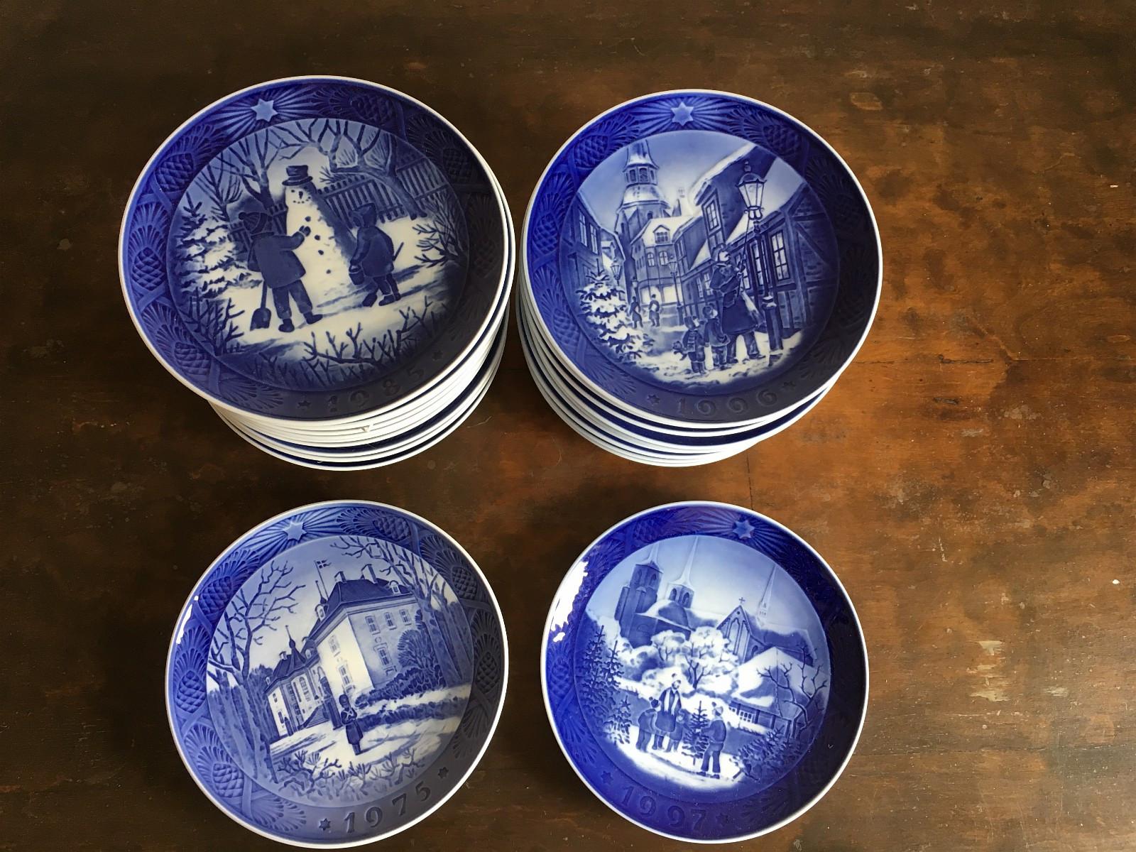 Royal Copenhagen juleplatter-ny pris - Molde  - Ny pris. 22 styk Royal Copenhagen juleplatter samlet fra 1975 til 1997. Plattene kan også ev. besiktiges og overleveres i Trondheim eller Oslo i løpet av sommeren. - Molde