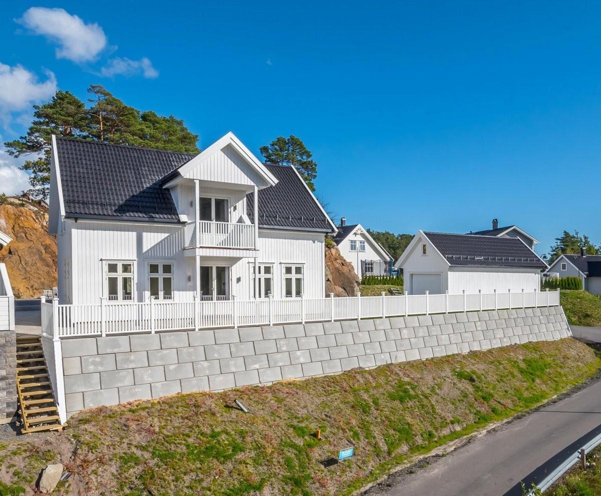 Meglerhuset & Partners Arendal - Enebolig - 3 090 000,-