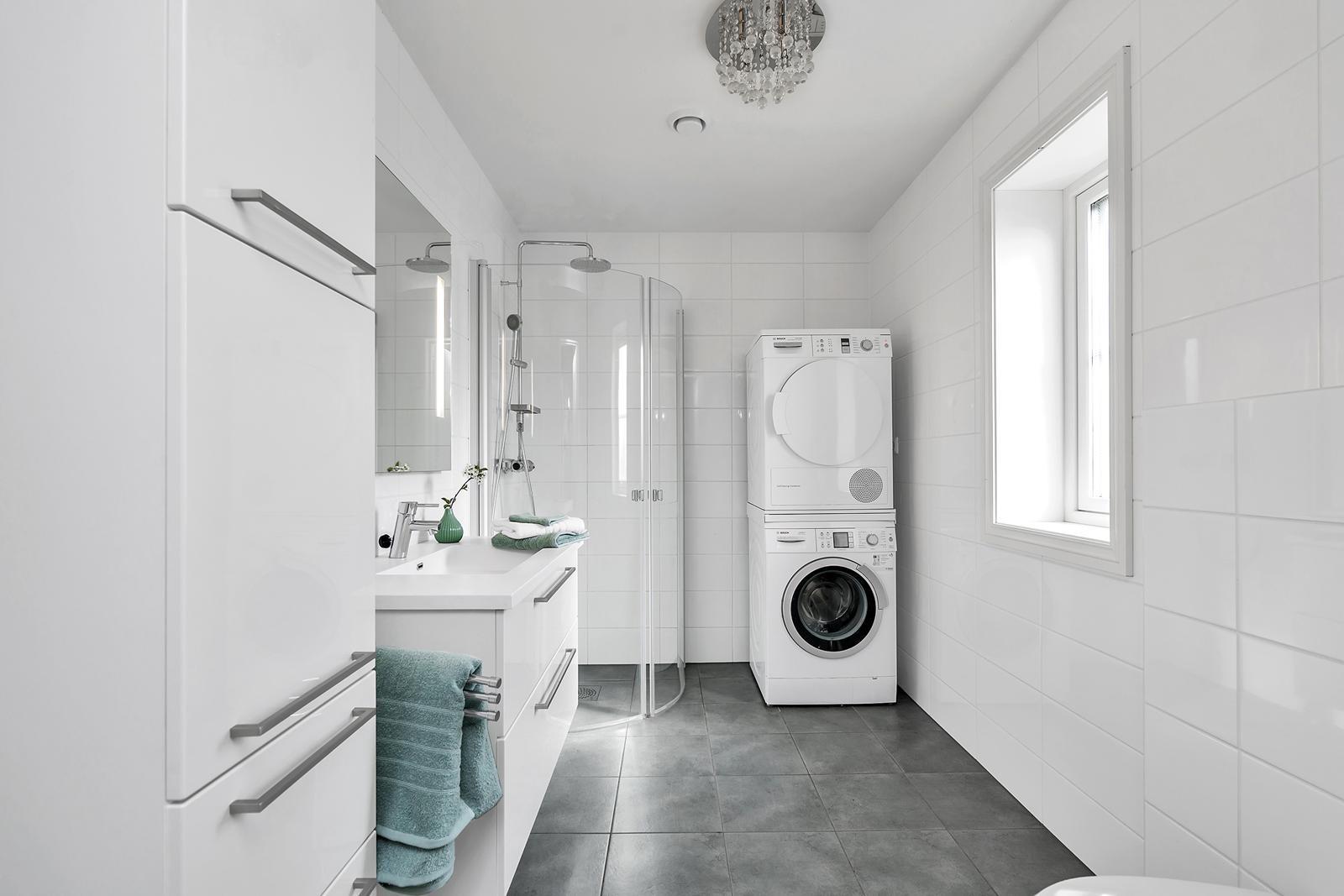 bad-1-etasje-god-plass-og-uttak-til-vaskemaskin-og-torketrommel