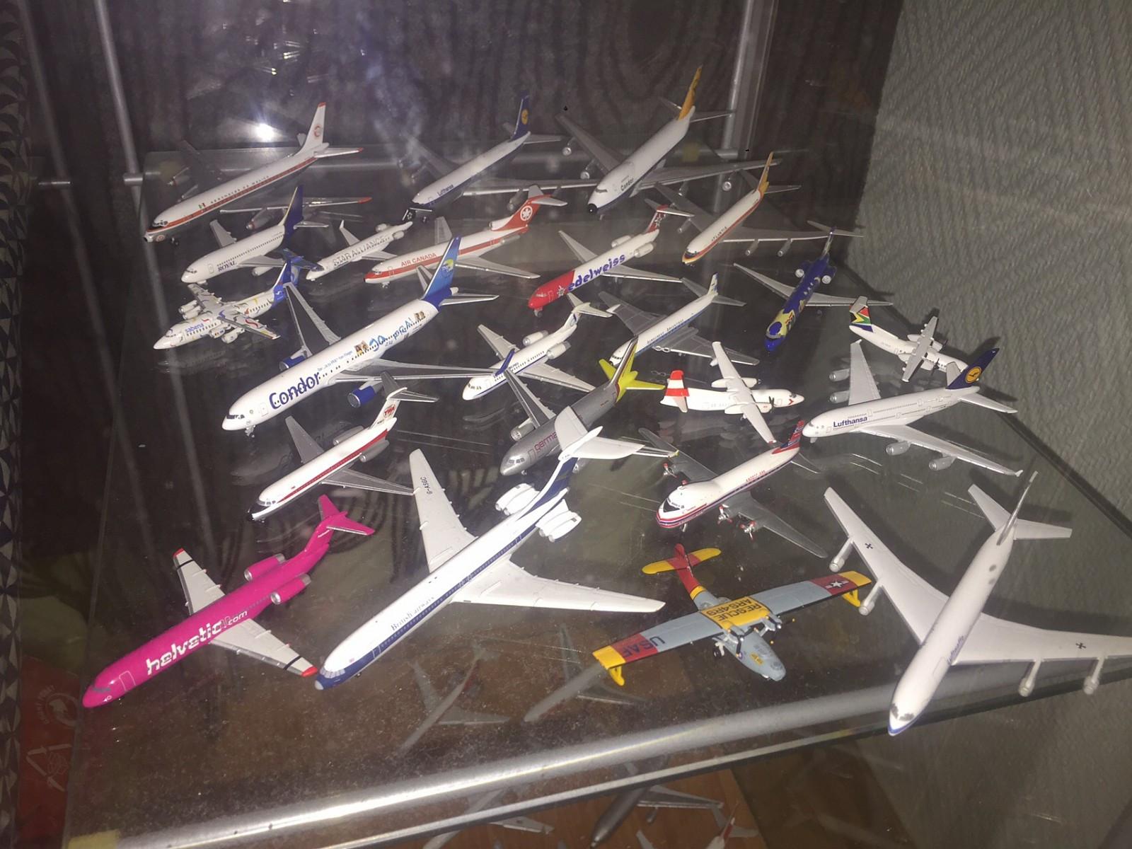 Flymodeller i metall 1/400 og 1/500 - Nesoddtangen  - Selger ca 30stk detaljerte flymodeller i metall i størrelsen 1/400 og 1/500. Jeg har orginal eske til alle modellene og de er i merkene herpa, gemini og inflight500.   Flymodellene selges samlet og delvis hvis kjøper kun ønsker noen spe - Nesoddtangen