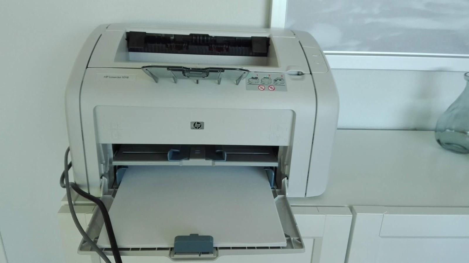 Printer HP 1018 laser jet - Oslo  - Printer HP 1018 laser jet, USB tilkobling. Selges pga flytting Pris 300kr  Skal hentes - Oslo