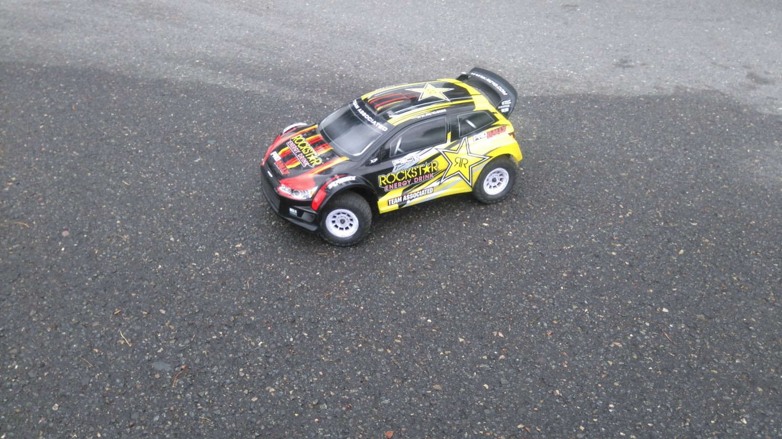Team Associated Rally 1/10  4WD - Oslo  - Team Associated Rally bil RTR selges.  Utrolig morsom bil,som kan kjøres på 2 eller 3cellers Lipo batterier. (følger med ett nesten nytt 2cellers). Bilen er nesten 50 cm. lang så mer 1/8. Prisen er ferdig prutet.  K - Oslo