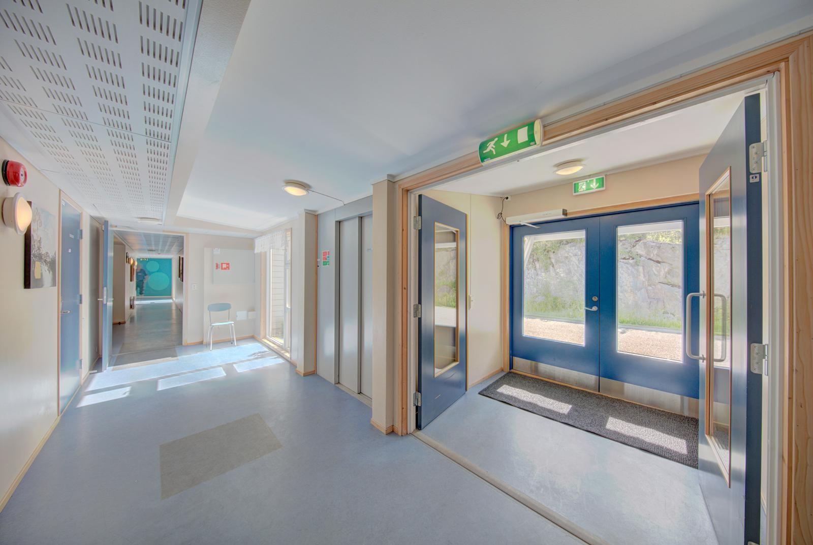 fellesgang-med-inngang-til-leilighetene-samt-badtoalett-tilknyttet-selskapsrom
