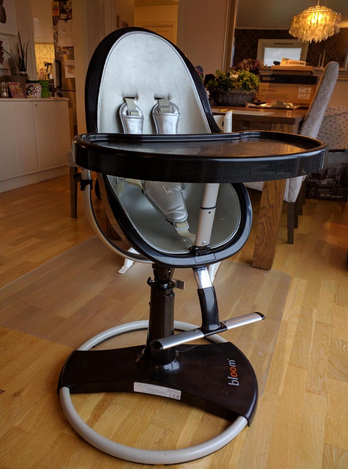 Bloom fresco barnestol - Kleppestø  - Bloom Fresco Highchair.   Barnestol som kan brukes fra nyfødt til 36kg. Både liggende til de minste, og som vanlig sittende for de litt større. Kan stilles i 3 posisjoner. Helt flatt for nyfødte, bakoverlent og som vanlig stol. Kommer me - Kleppestø