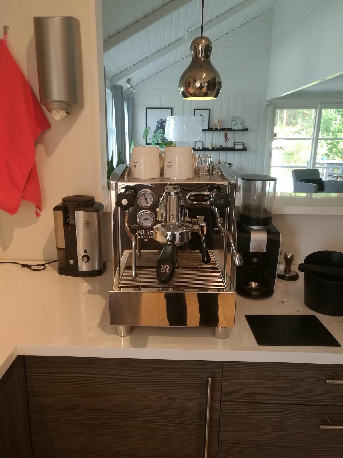 Alex Duetto III double boiler PID - Elverum  - Vurder å selge en Alex duetto III espressomaskin. Dette er en high end kaffemaskin for hjemmebruk. I tillegg il PID for nøyaktig temperaturstyring had den 2 kokere slik at man kan steame melk og lage espresso samtidig eller om en annen. Den k - Elverum