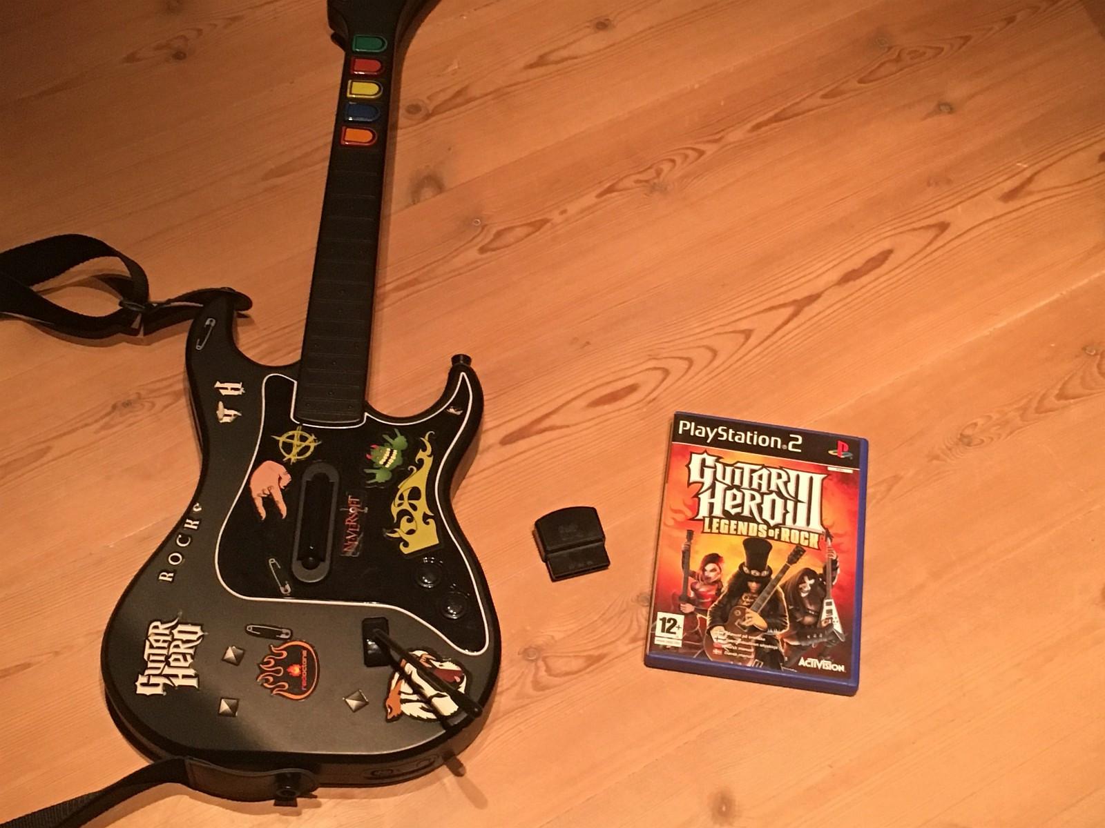 Guitar Hero spill og gitar PS2 - Vear  - Guitar Hero spill og trådløs gitar med skulderstropp til playstation 2.   tlf: 41810991 mail: mads.brunsvik@gmail.com - Vear
