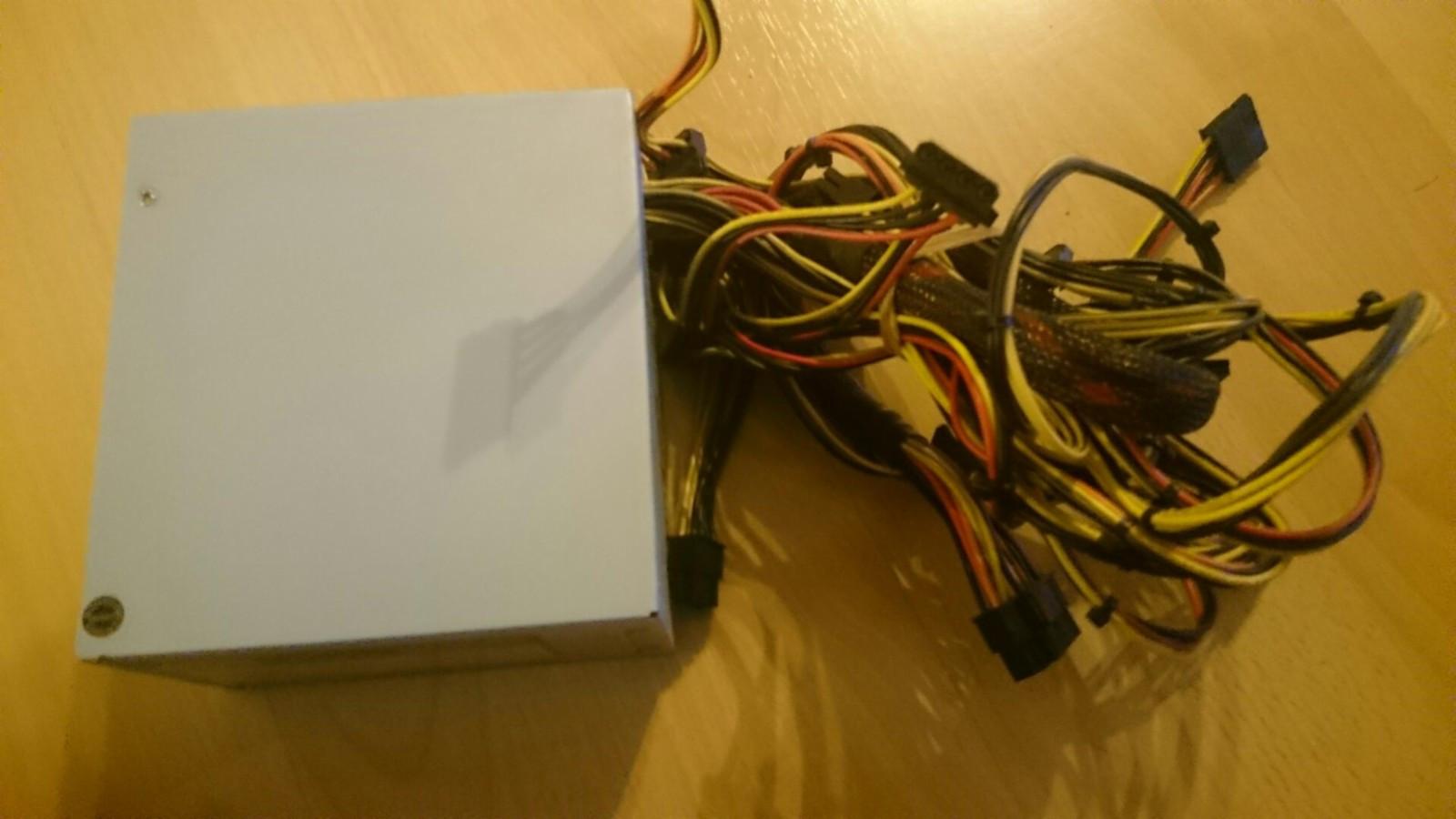 500W strømforsyning til PC - Hagan  - En brukt, men velfungerende strømforsyning. Selger denne fordi jeg trengte en kraftigere. - Hagan